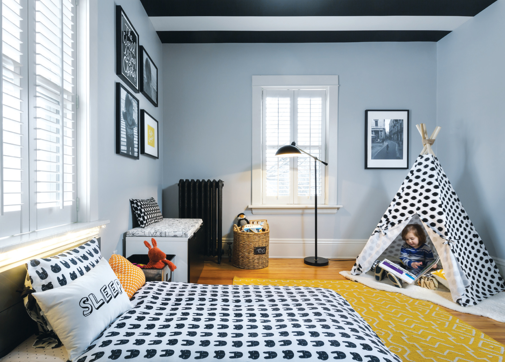 Pattern and Color Transform an Office into a Toddler\'s Room